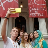 Red Carpet Selfie, Volunteers of the 22. Sarajevo Film Festival, National Theatre, 22. Sarajevo Film Festival, 2016 (C) Obala Art Centar
