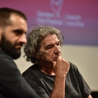 Moderator Nebojša Jovanović and Miki Manojlović, Competition Programme Press Conference: All Alone, National Theatre, 24th Sarajevo Film Festival, 2018 (C) Obala Art Centar