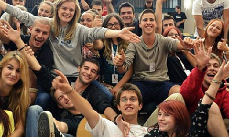 How can I become a volunteer at Sarajevo Film Festival?